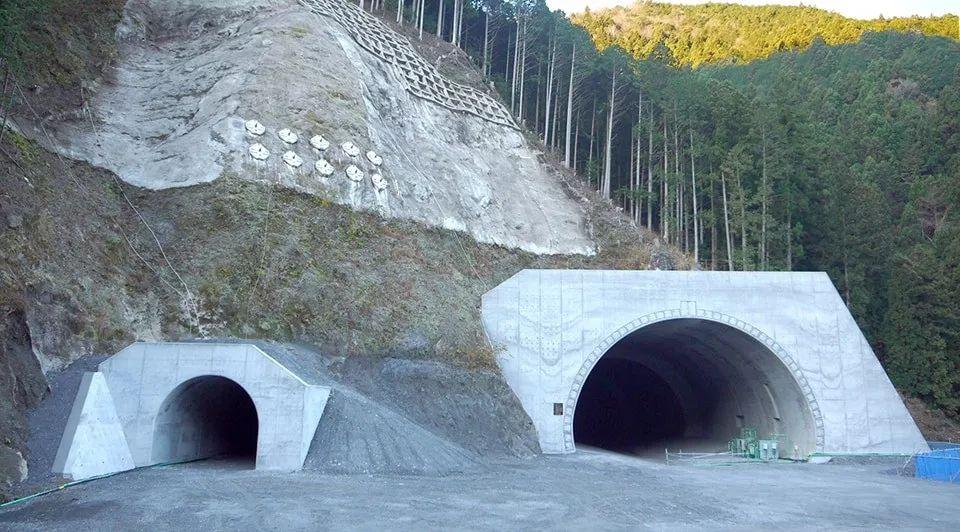 日本的 3D 模型、无人机和物联网隧道建设